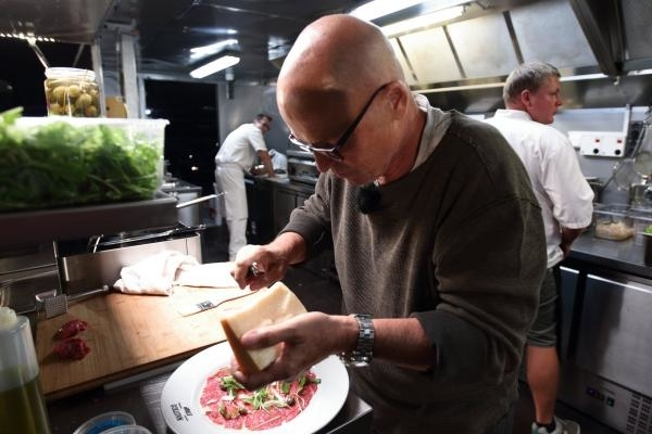 V novém pořadu Superšéf se Zdeněk Pohlreich angažuje hlavně v kuchyni.