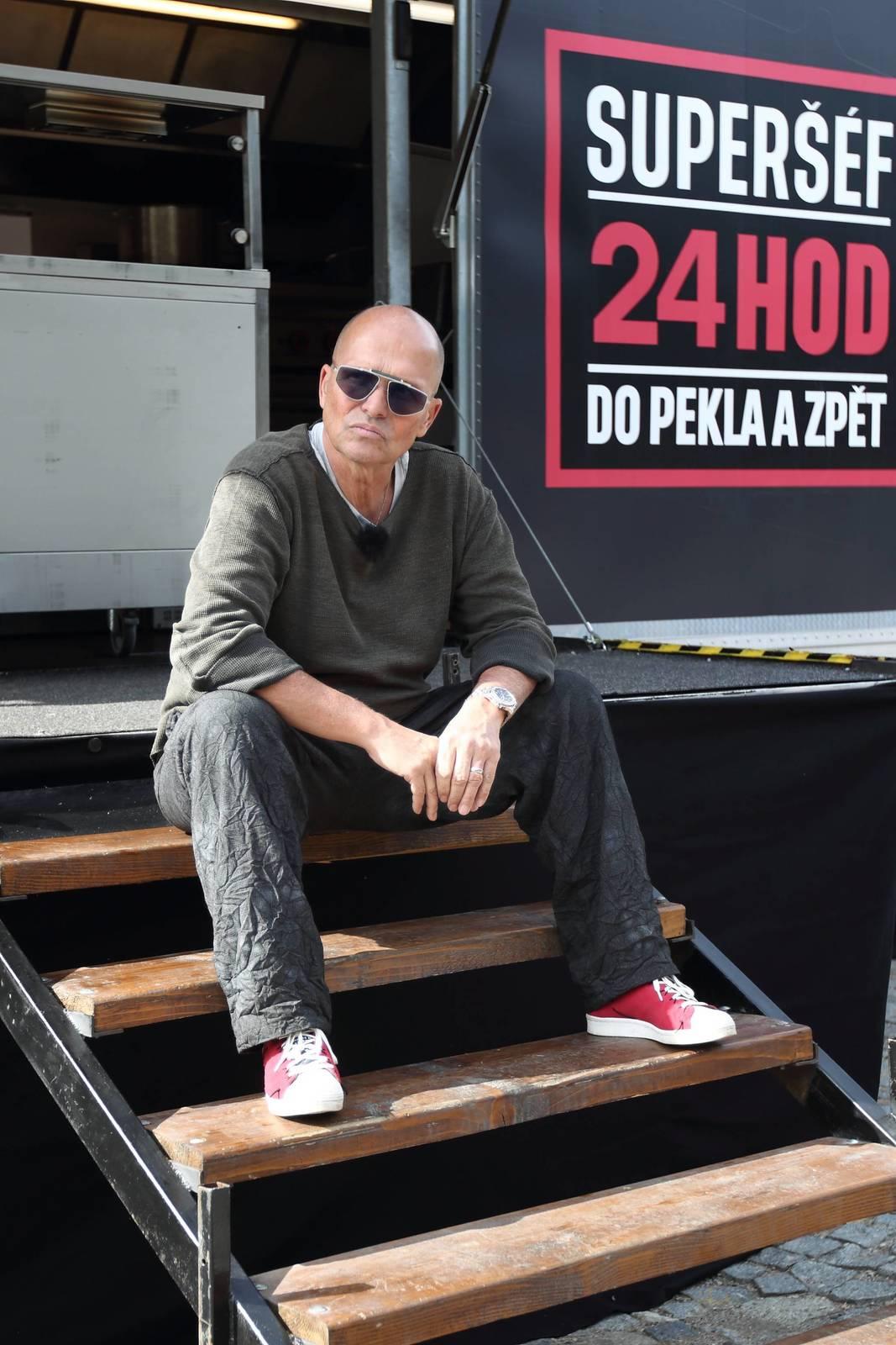 Obávaný šéfkuchař, Zdeněk Pohlreich, vede již tři restaurace – Café Imperial, Divinis a Next Door. Mimo to také  napsal mnoho kuchařských knih.
