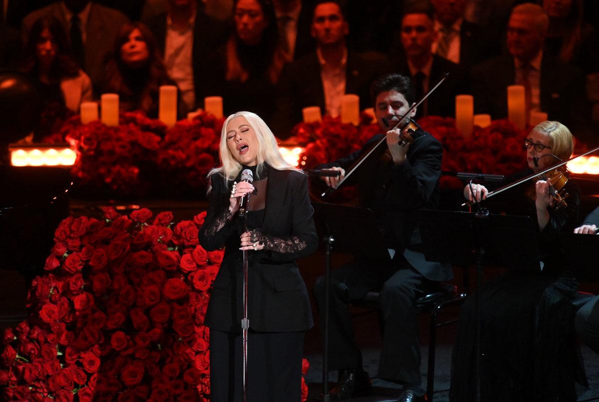 Christina Aguilera svou písní uzavřela celou akci
