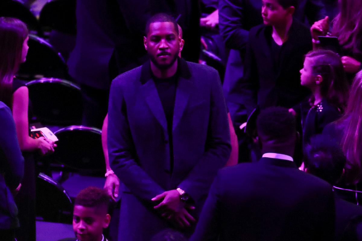 Jedna z hvězd NBA Carmelo Anthony se také přišel poklonit legendě