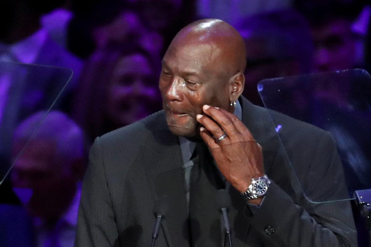 Michael Jordan se na dojemném ceremoniálu na památku Kobeho Bryanta neubránil slzám
