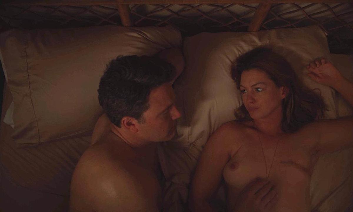 Anne Hathaway a Ben Affleck ve filmu To poslední