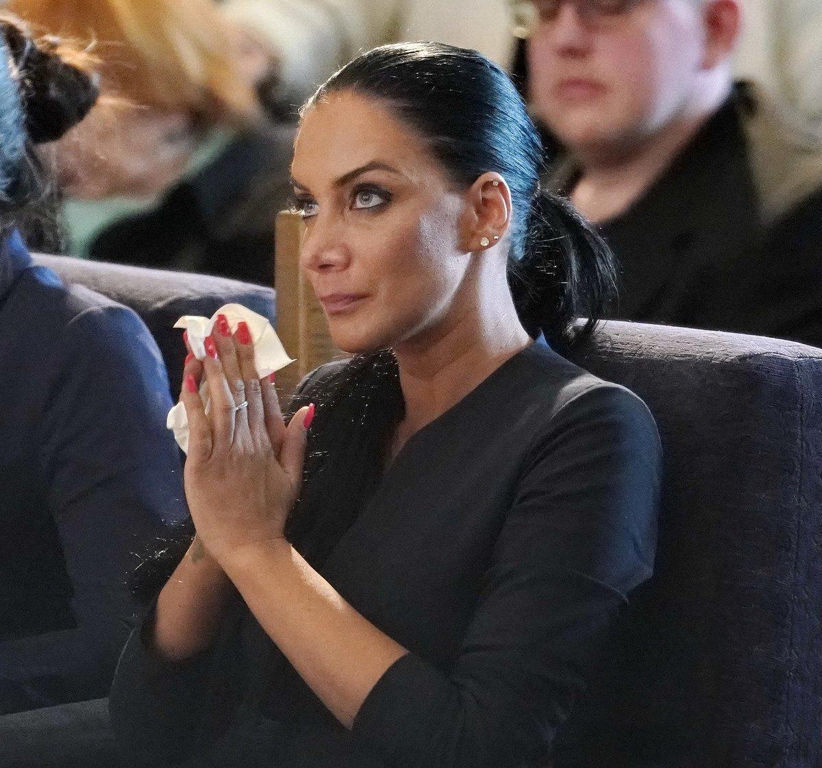 Vdova Andrea Pomeje na pohřbu