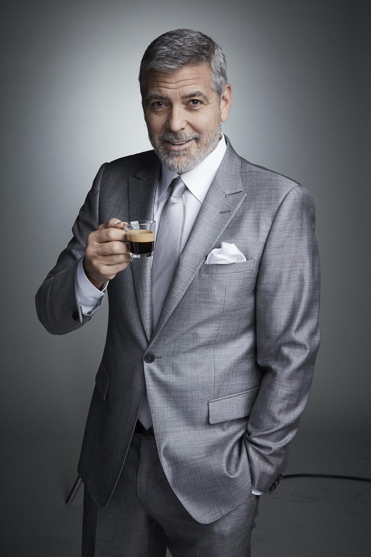 Clooney je tváří Nespressa od roku 2006.
