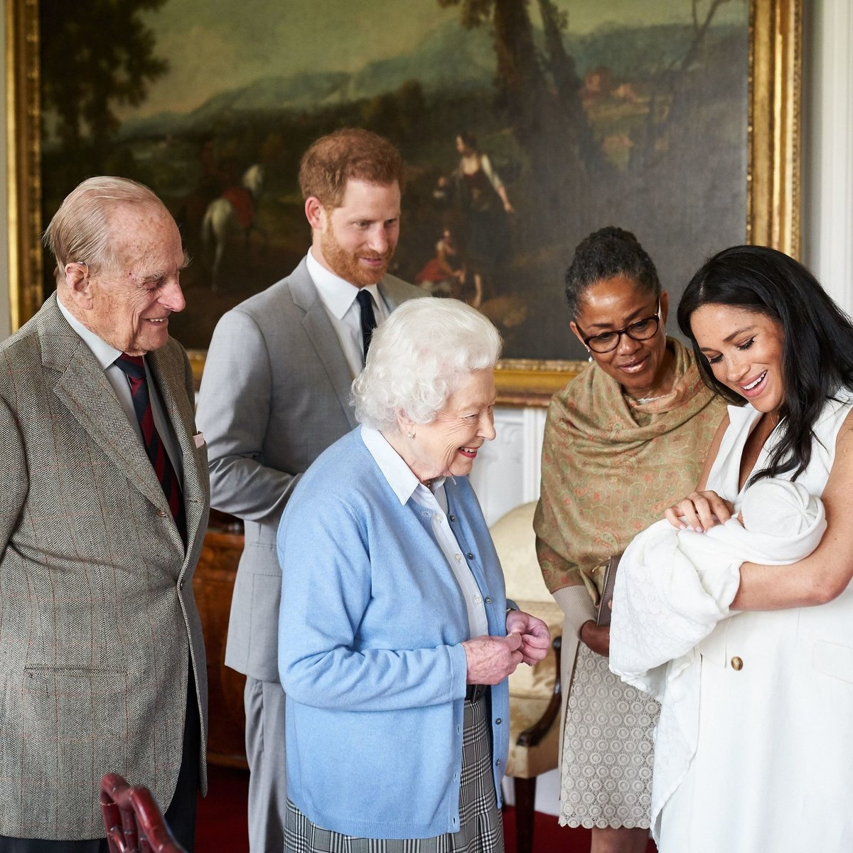 Od května, kdy se Archie narodil, si královna pravnoučete příliš neužila.