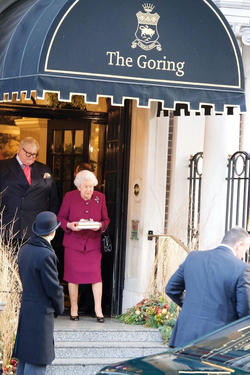 Královna Alžběta ráda přespává v hotelu
