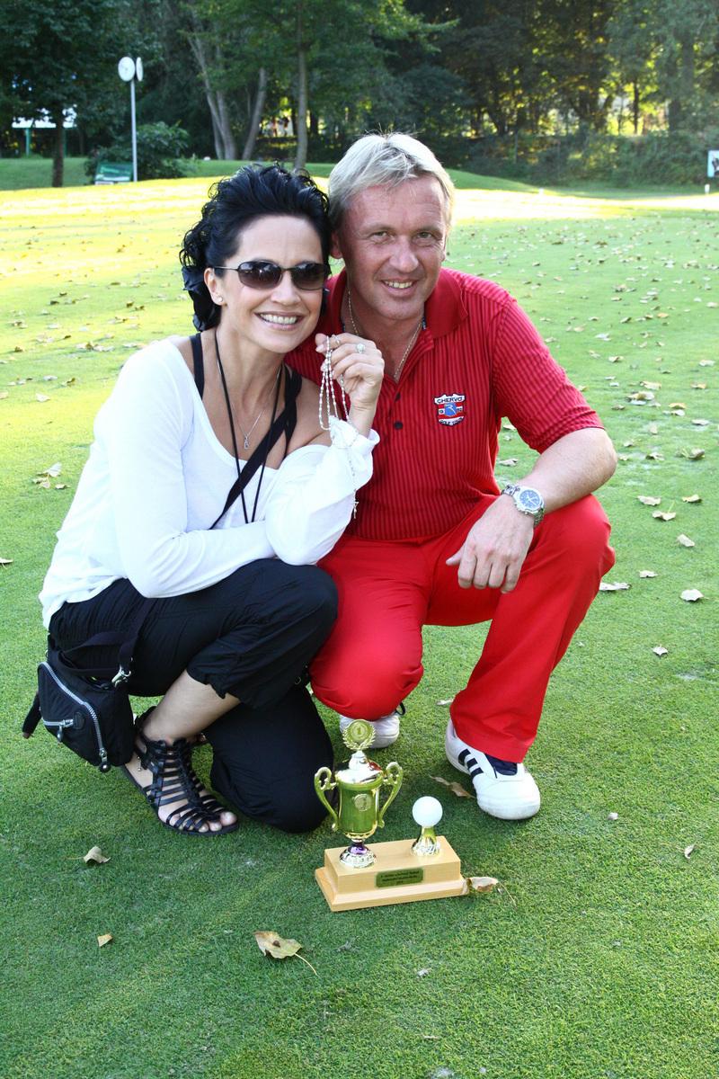 2010 Vášnivý hráč golfu společně se zpěvačkou Lucií Bílou.