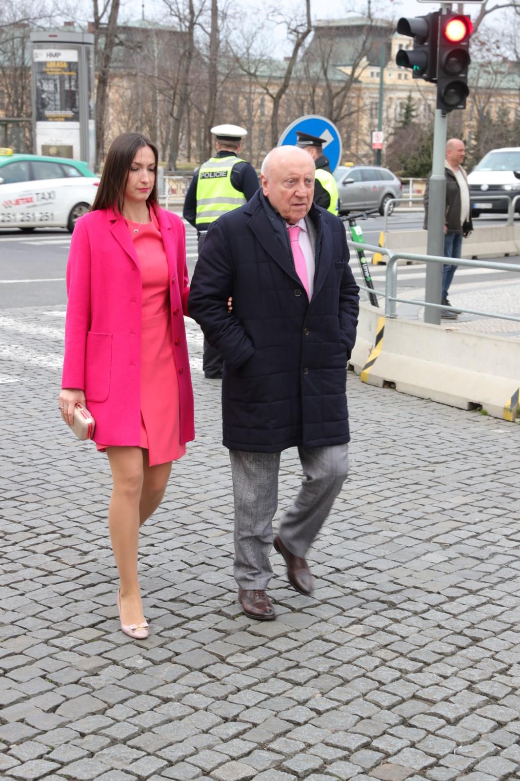 Felix Slováček s partnerkou Lucií Gelemovou přichází na oslavu konanou ku příležitosti sedmi let od inaugurace prezidenta Miloše Zemana na Pražském hradě. (8. 3. 2020)