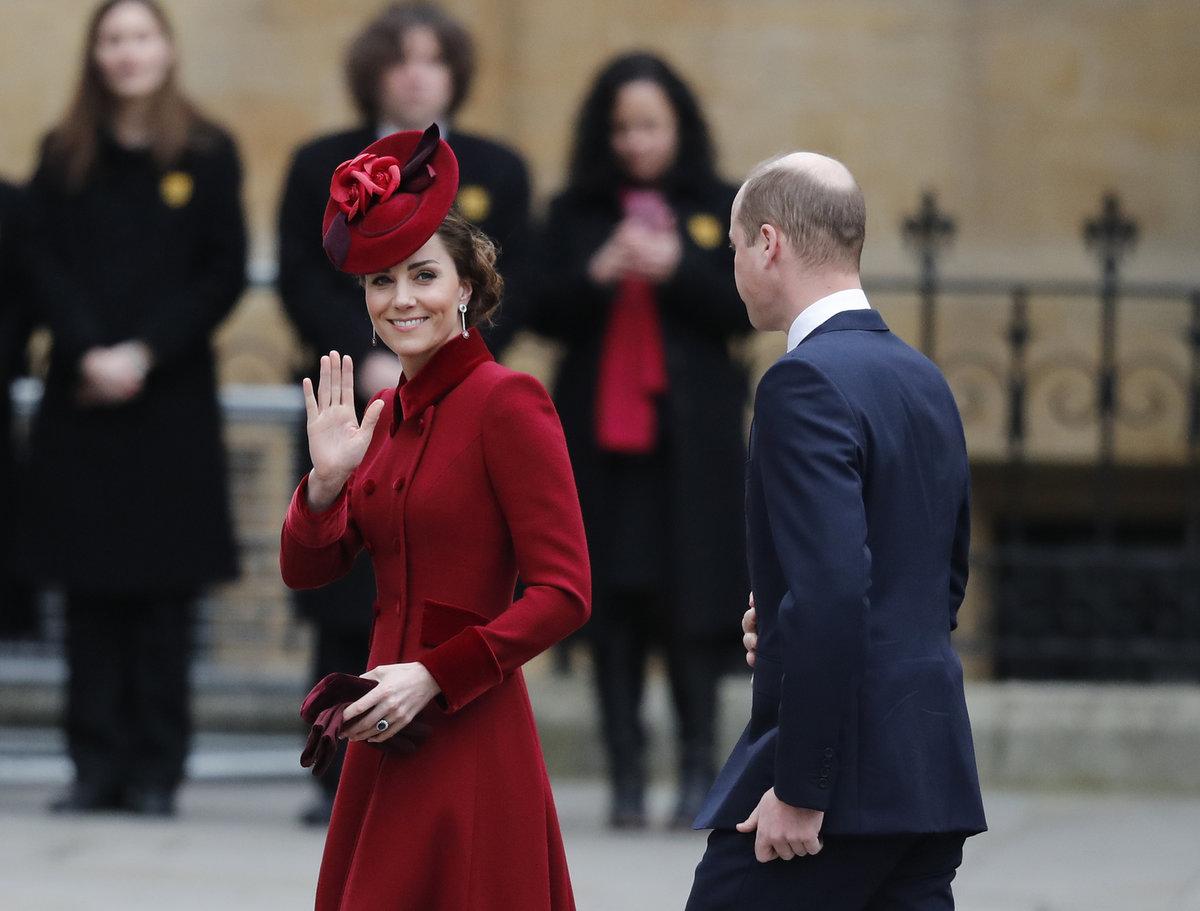 Princ William s vévodkyní Kate zvolili elegantní rudou.