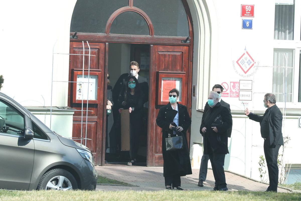 Na pohřeb Evy Pilarové dorazila i Ivana Gottová