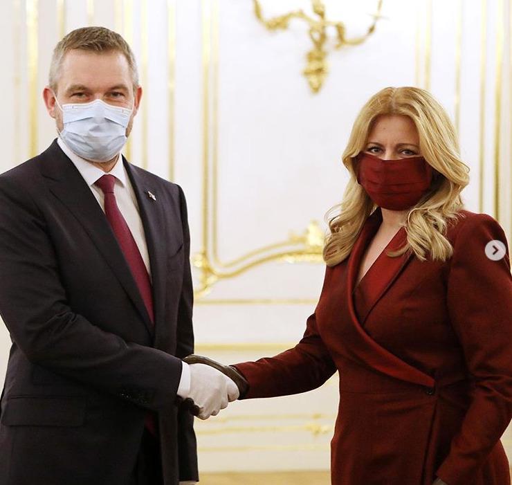 Slovenská prezidentka Zuzana Čaputová přijala demisi vlády Petera Pellegriniho a jmenovala novou vládu nastupujícího premiéra Igora Matoviče.
