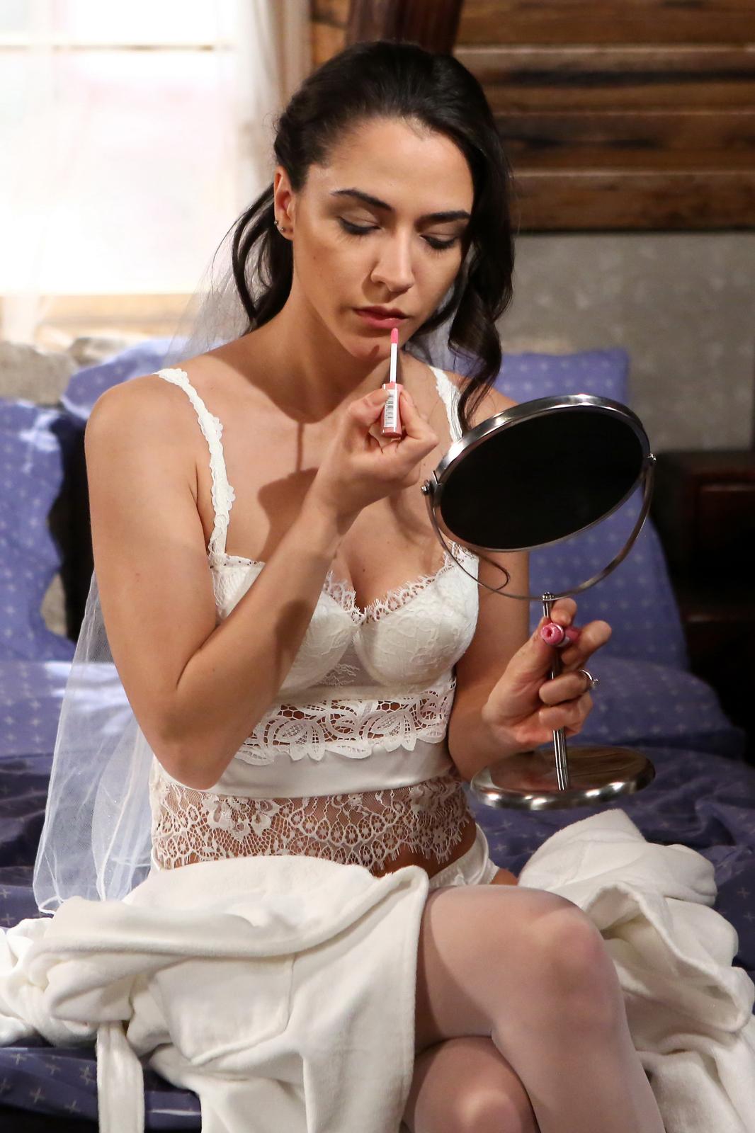 Eva Burešová ve Slunečné: Nevěsta v sexy prádýlku!