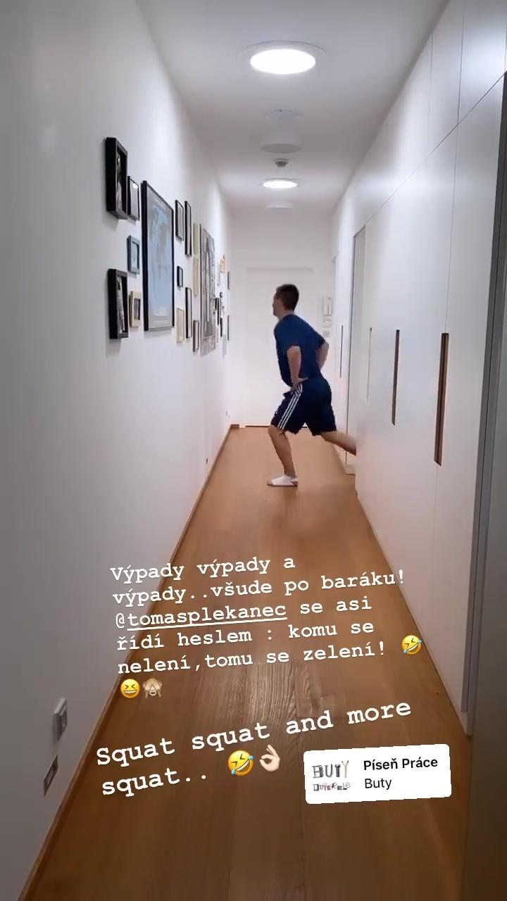 Tomáš Plekanec s Lucií Šafářovou utužují svoji lásku sportováním v bytě!
