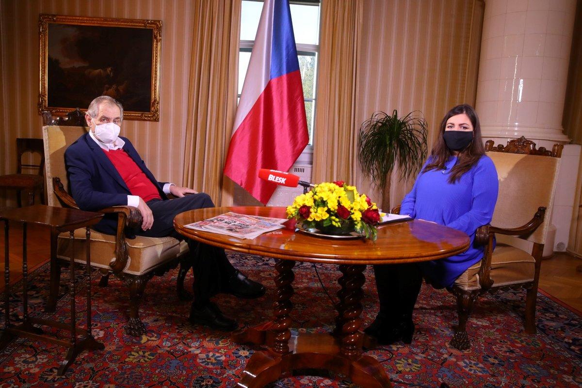 Prezident Miloš Zeman a moderátorka Blesku Vera Renovica v pořadu S prezidentem Lánech. (5.4.2020)