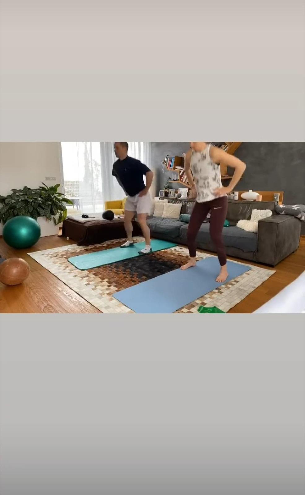 Tomáš Plekanec a Lucie Šafářová cvičí společně doma