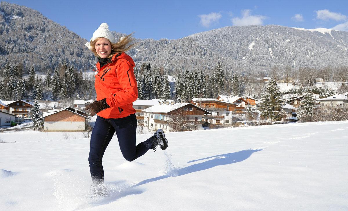 2013. Gabriela Koukalová si při Světovém poháru v Anterselvě užívala zimní počasí.