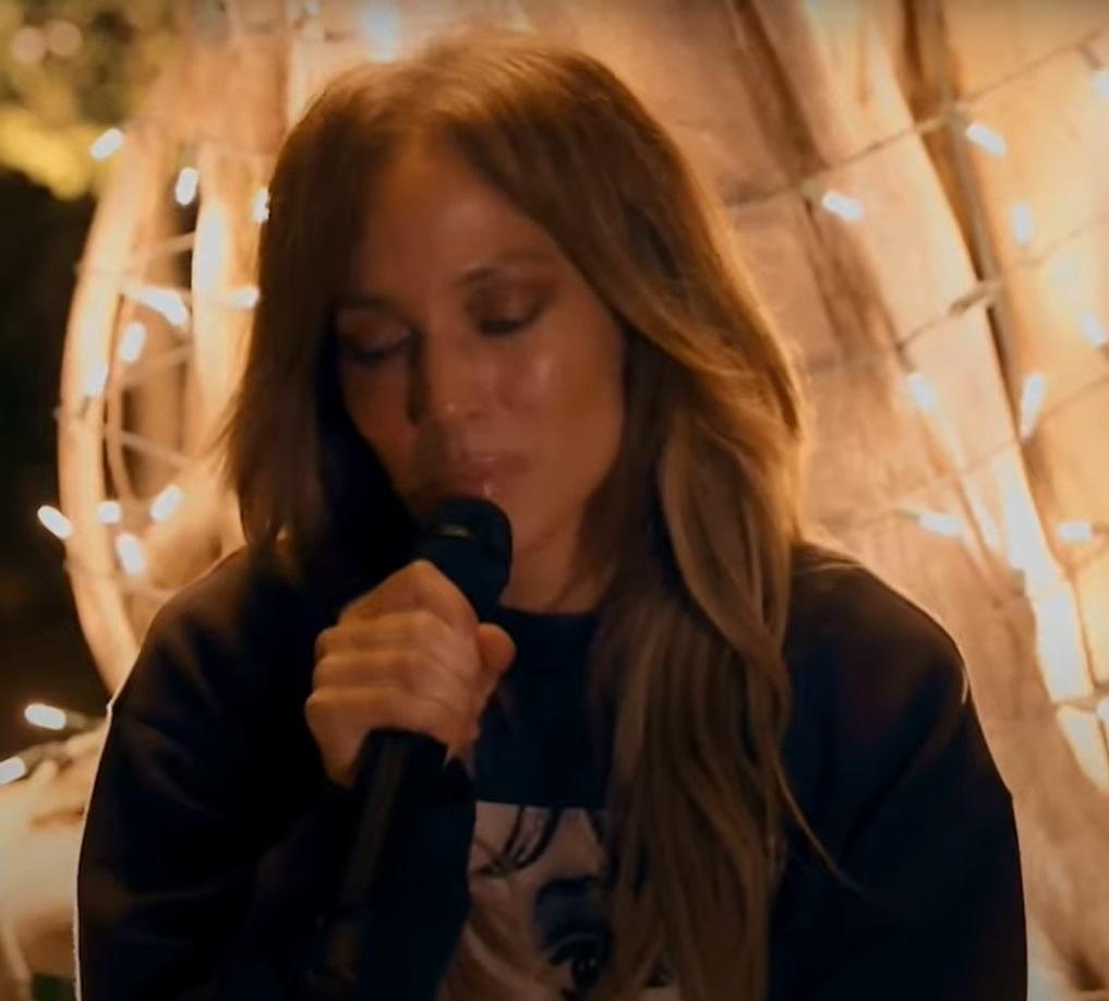Jennifer Lopez při online koncertu v době koronaviru