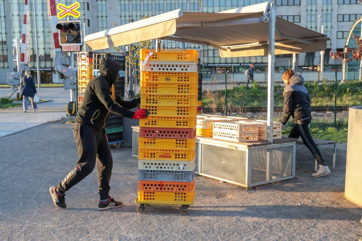 20. 4. se za bezpečnostních opatření znovu otevřely farmářské trhy (20.4. 2020)