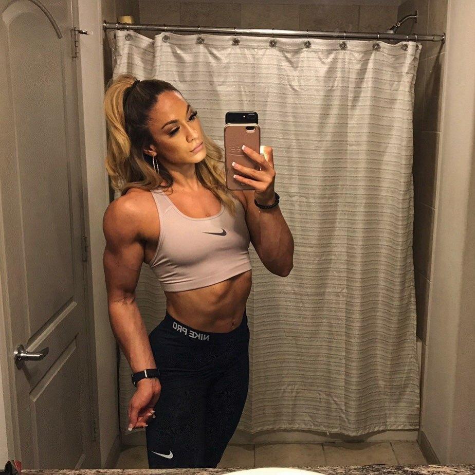 Jennifer Lopezová vypadá, jako když se předávkovala steroidy. Je to ale její dvojnice.