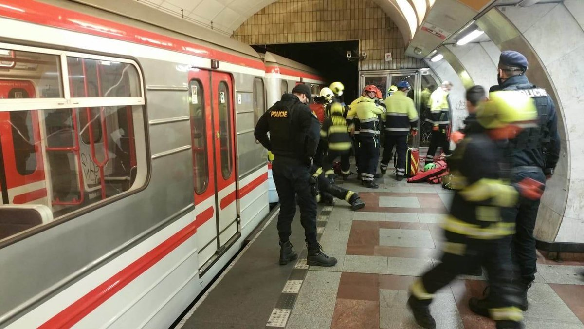 5. 4. 2020 11:55 hod. Praha-Smíchov: Na místo tragédie museli být přivoláni hasiči.