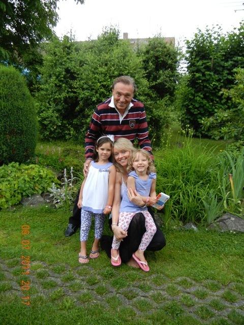 Dominika Gottová a Karel Gott s nejmaldšími dcerami