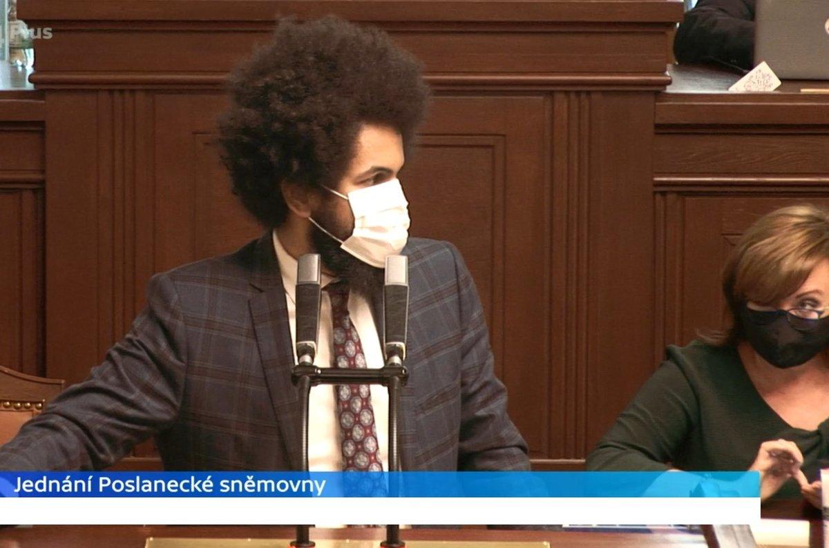 Sněmovna o koronaviru a stavu nouze: Dominik Feri (TOP 09) si rýpl do Aleny Schillerové (za ANO) (28.4.2020)