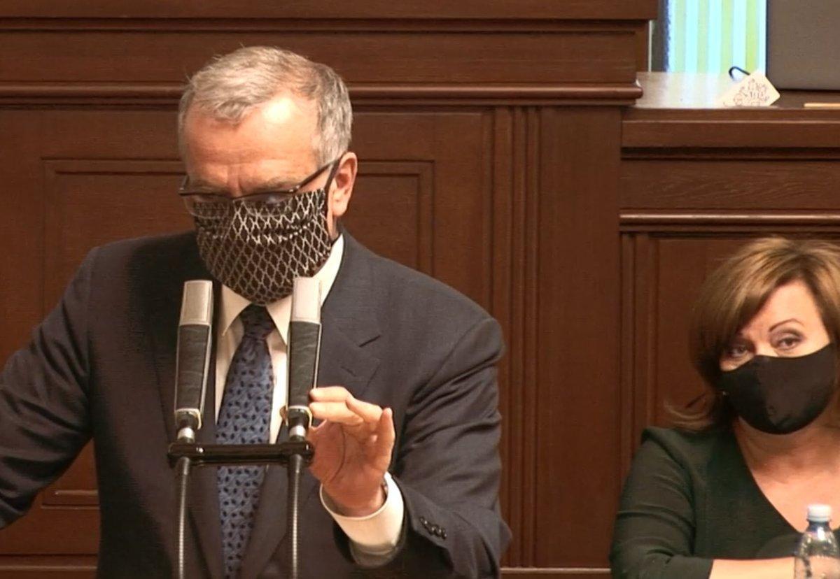 Sněmovna o koronaviru a stavu nouze: Miroslav Kalousek (TOP 09) se rozlítil kvůli amaterismu, aroganci a slovům o tahnutí za jeden provaz, sledovala to i Schillerová (za ANO) (28.4.2020)