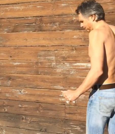 Janek Ledecký splnil výzvu a oblékl si tričko ve stojce