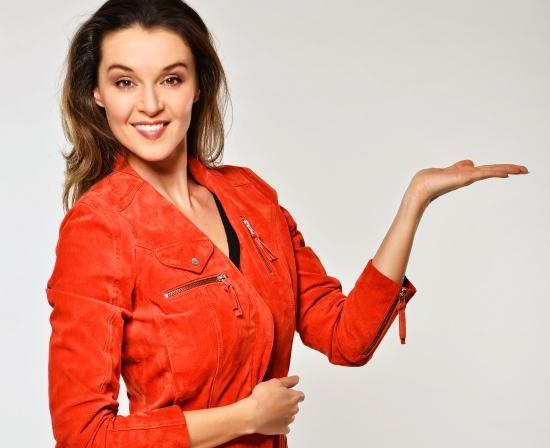 Iva Kubelková moderuje pořad Jak se staví sen.