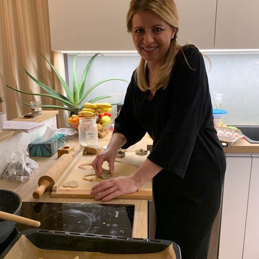Slovenská prezidentka Zuzana Čaputová v kuchyni