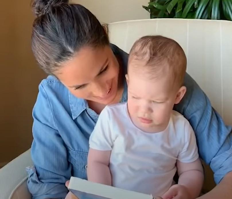 Meghan Markle ukázala Archieho a společně přečetli knížku pro děti