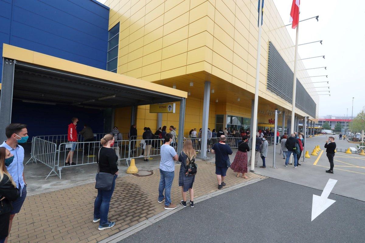 Obchodní domy IKEA po pauze otevřely své brány. 11. května 2020, IKEA Černý most.