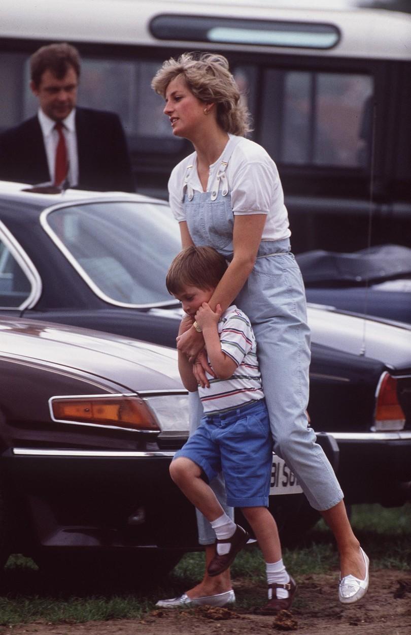 Lady Diana v lacláčích.
