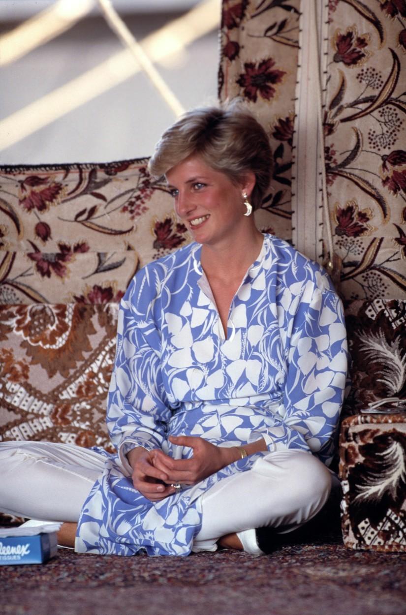 Princezna Diana při návštěvě v Abu Dhabi.