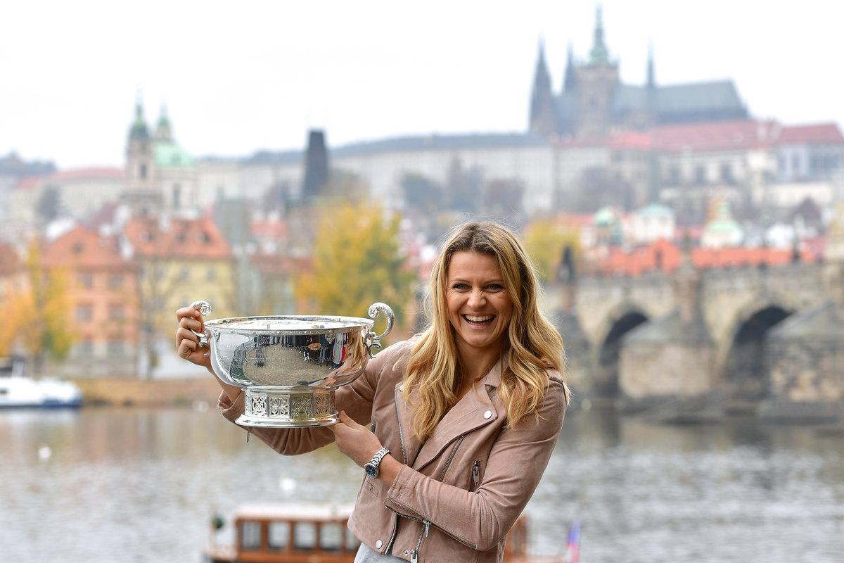 2018. Zatím poslední vítězství ve finále Fed Cupu slavila Lucie s českým týmem mimo jiné focením na Novotného lávce.