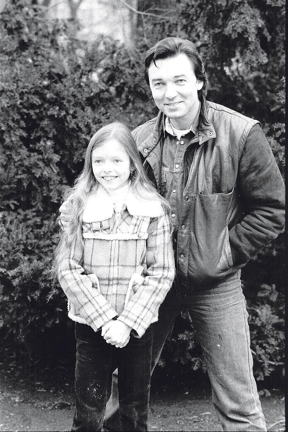 S tátou se viděla jen sporadicky. Třeba když se fotili na obálku Mladého světa.