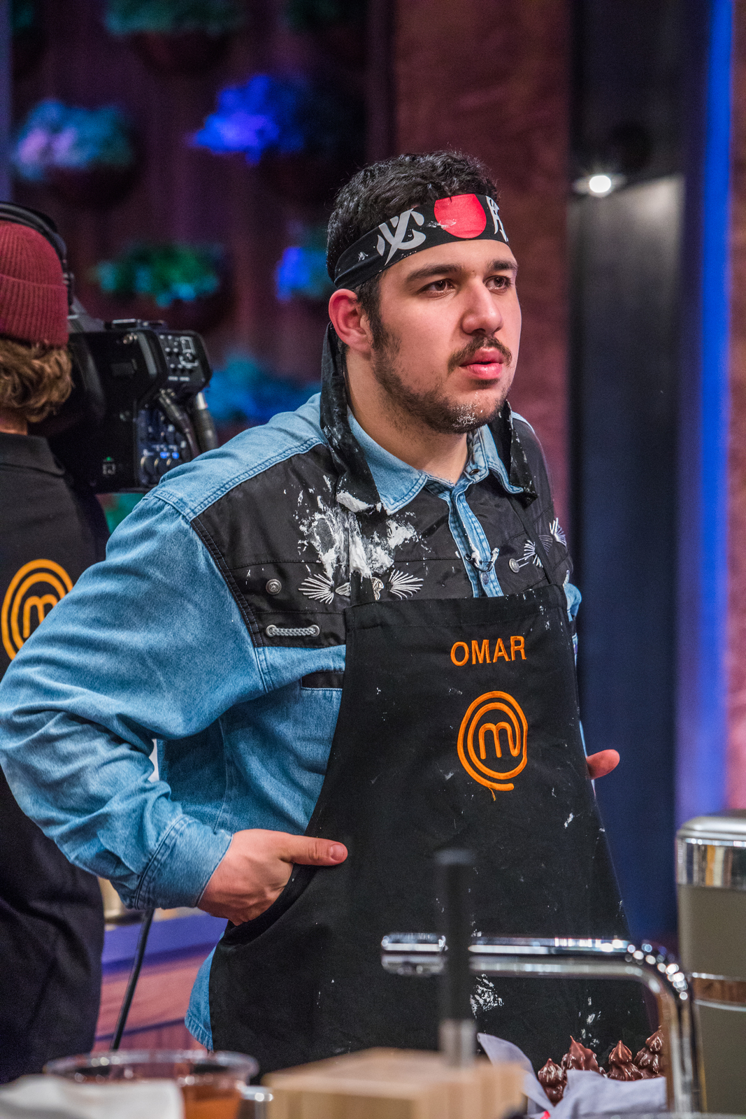 Omar z MasterChefa znechutil porotce, jeho jídlo neochutnali a vyrazili s ním dveře