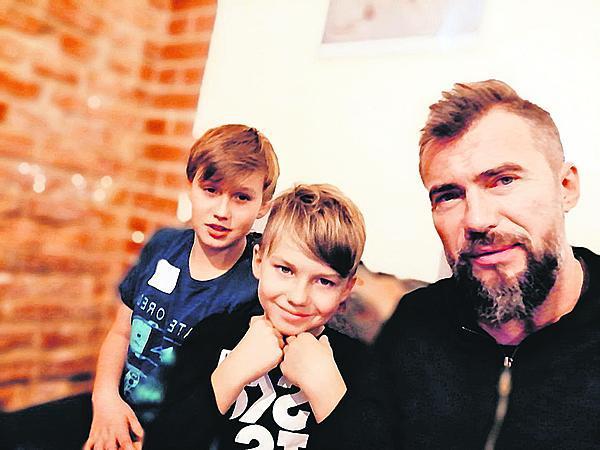 Se syny Koljou a Andrejem.