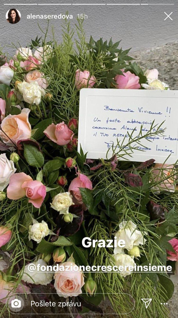 Alena Šeredová s dcerou dostaly záplavu květin a darů
