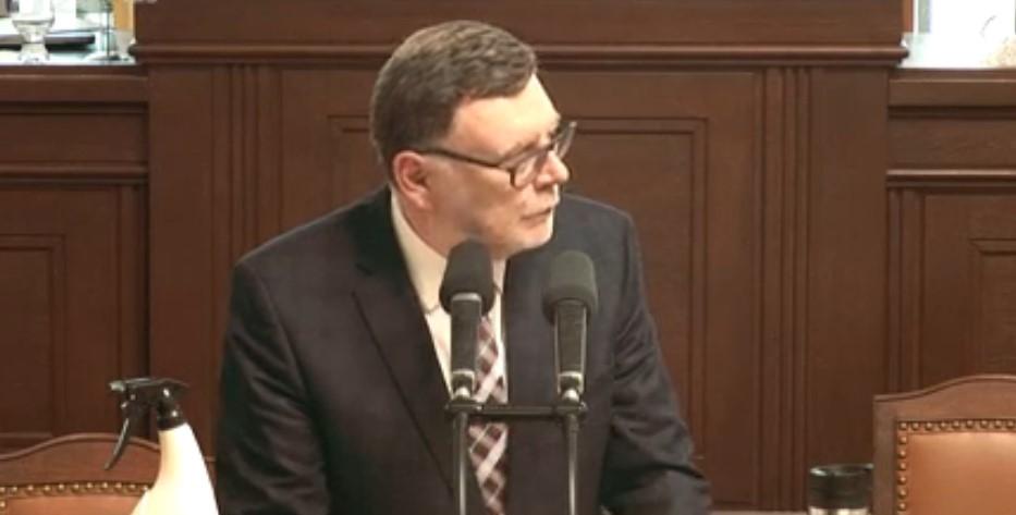 Roušku odložil místopředseda ODS Zbyněk Stanjura (26. 5. 2020)