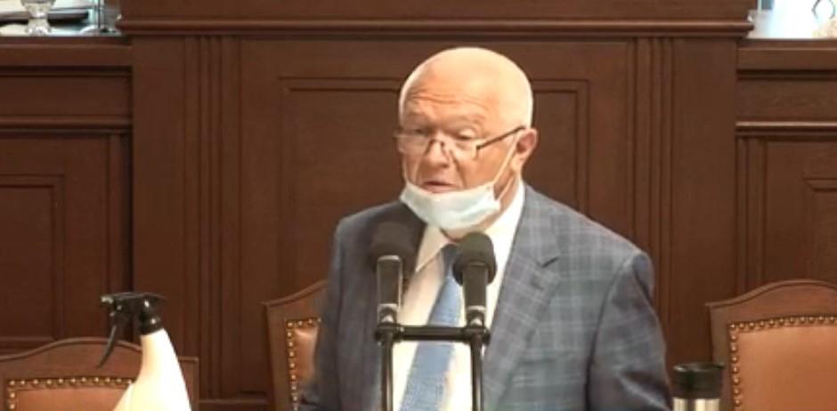 Roušku stáhl šéf poslanců ANO Jaroslav Faltýnek. (26. 5. 2020)