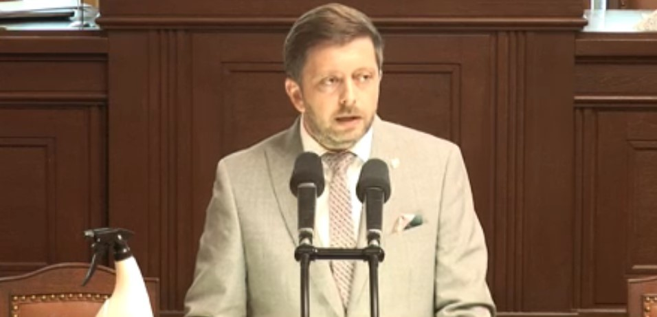 Roušku odložil předseda STAN Vít Rakušan. (26. 5. 2020)