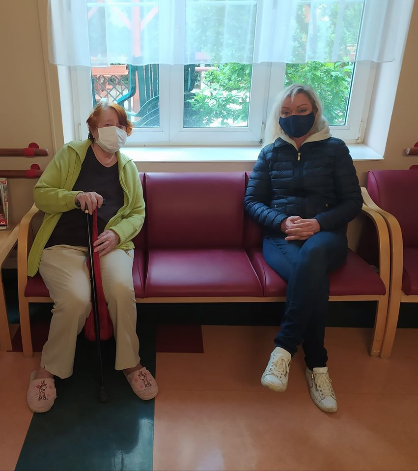 Dominika Gottová s maminkou Antonií v domově důchodců