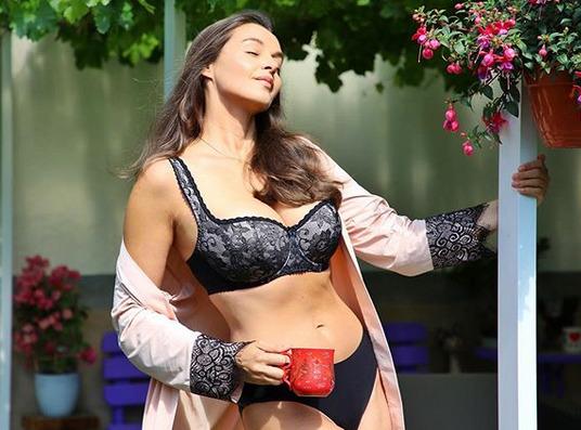 Iva Kubelková potěšila fanoušky snímkem v krajkovém prádle.