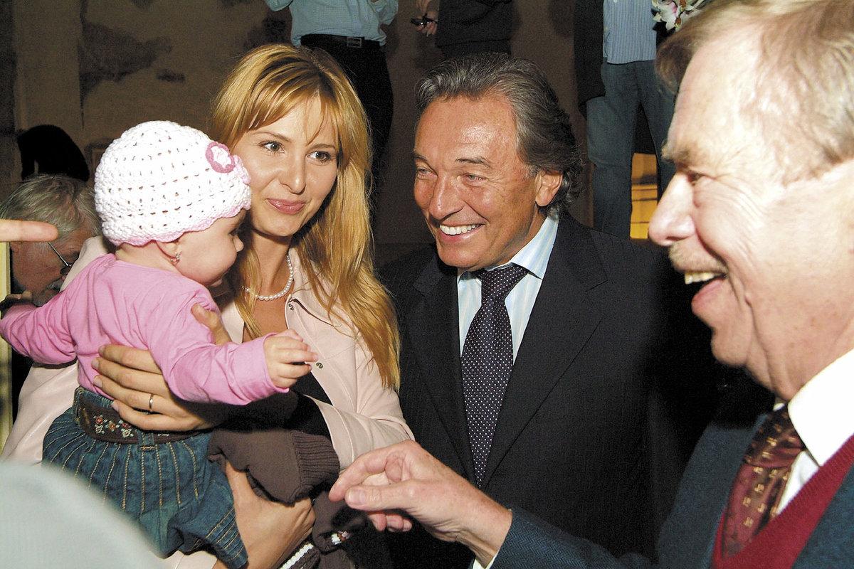 2006 - Manželé Gottovi na oslavě 70. narozenin Václava Havla.