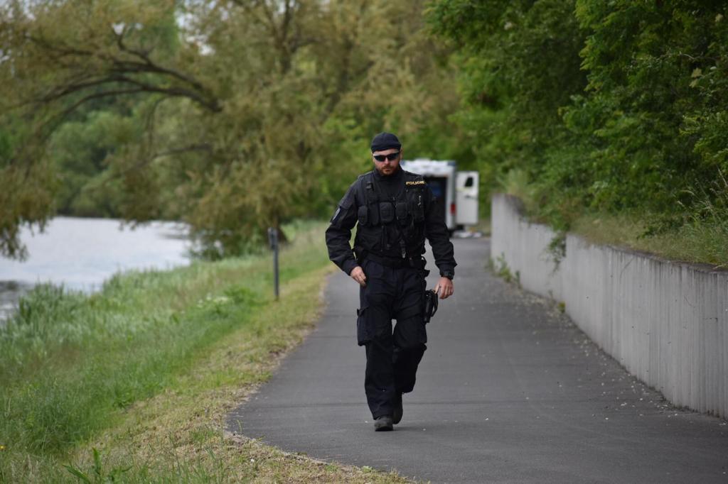 Policisté u místa, kde byl nalezen mrtvý Tadeášek.