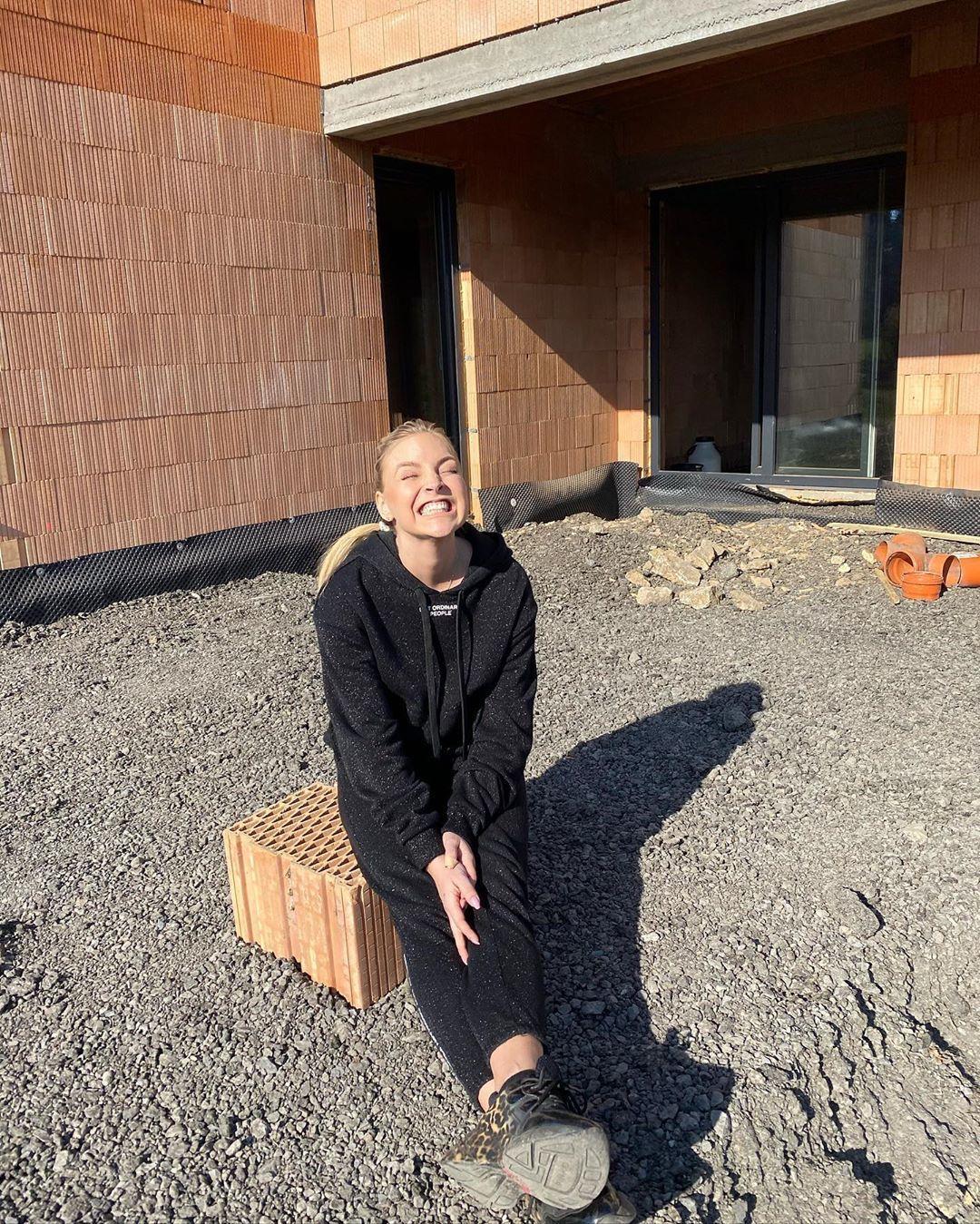 Markéta Konvičková staví dům