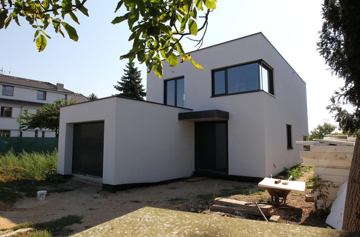 Agáta a Jakub Prachař po rozvodu řeší majetkové vypořádání. I kvůli tomuto domu.
