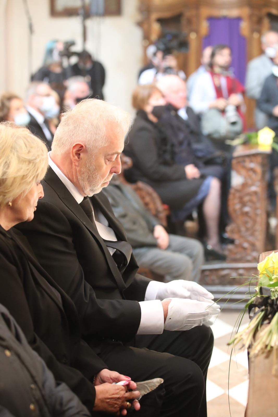 Vdovec Jan Kolomazník po zádušní mši své milované Evy