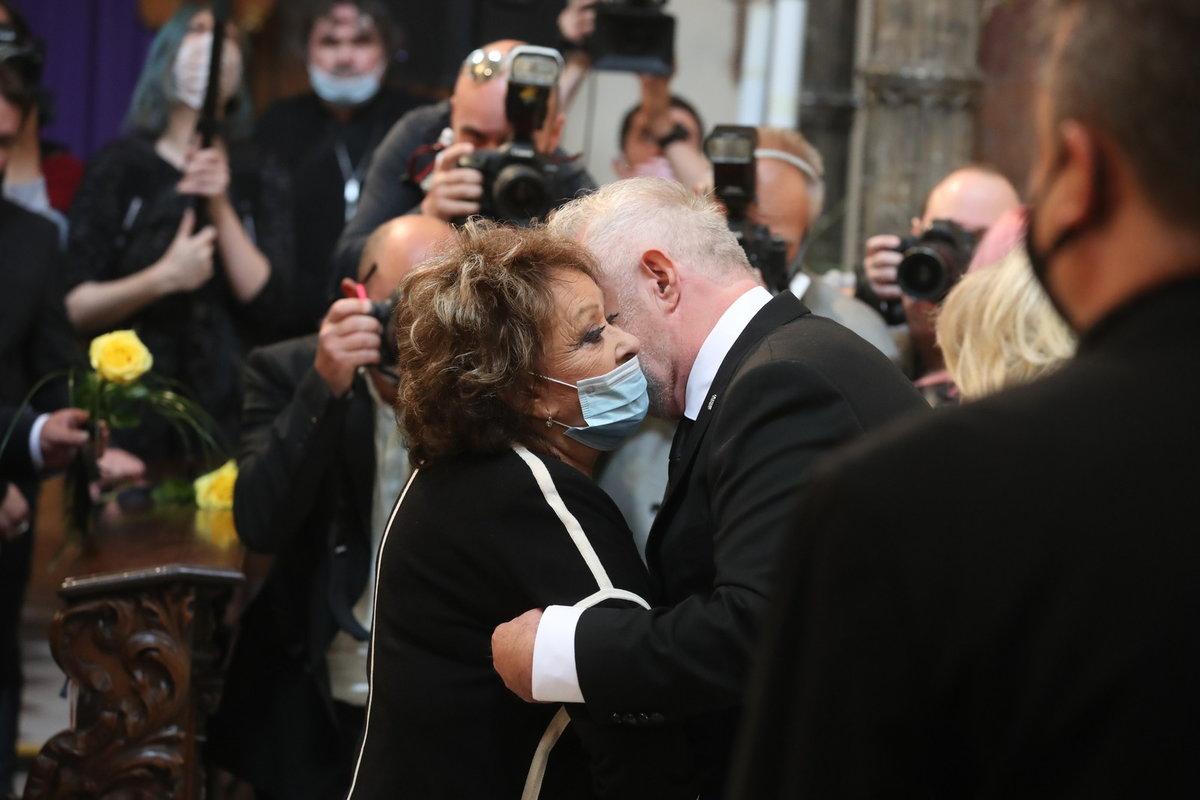 První kondolence předala vdovci Janu Kolomazníkovi Jiřina Bohdalová